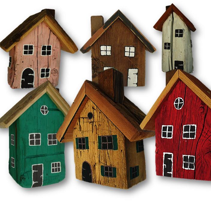 Bemalte Holzhauschen Mit Herz Gemacht