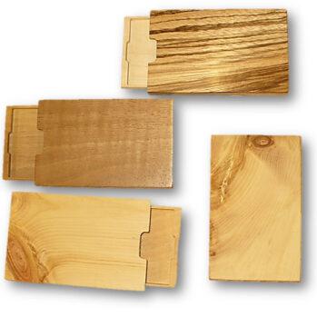 Vistitenkartenetuis aus zwei unterschiedlichen Holzarten und Magnet